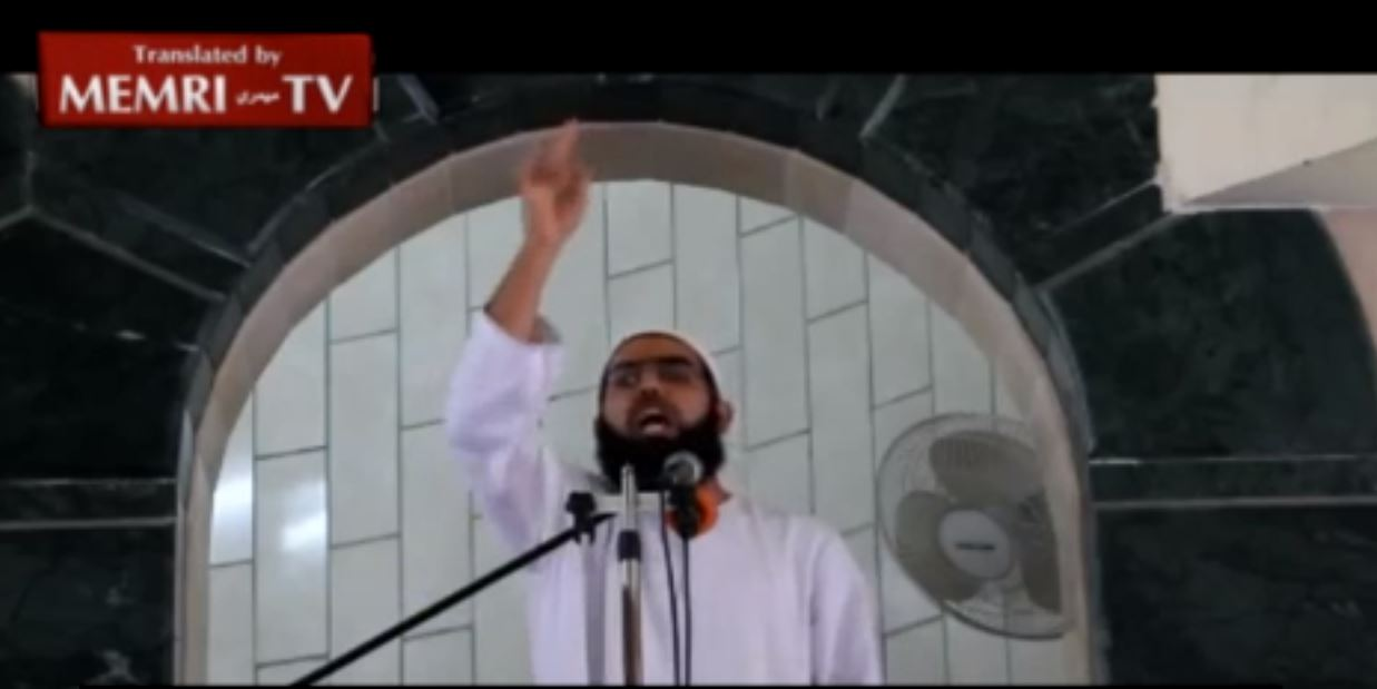Rafah Cleric Brandishes Knife in Friday Sermon, Calls upon Palestinians to Stab